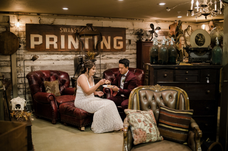 the-barn-vintage-marketplace-wedding_16
