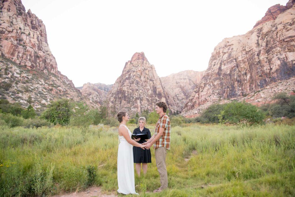 McKenzi and Matt at vegas elopement ceremony
